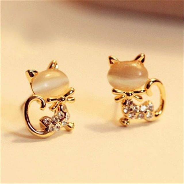 Cat Shaped Women's Stud Earrings with Rhinestones